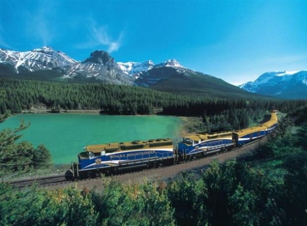 6. Kanada'nın en muhteşem yerlerine götüren tren.