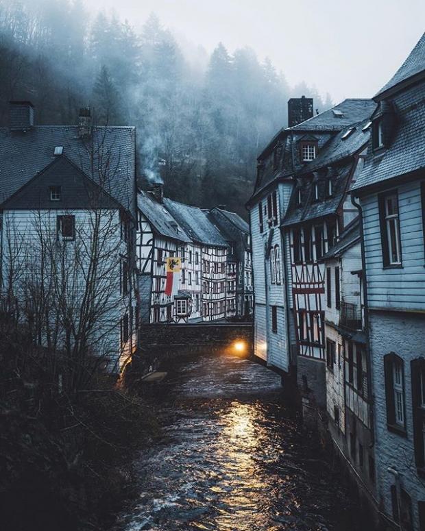 8. Aachen yakınlarında bulunan Orta Çağ kenti Monschau