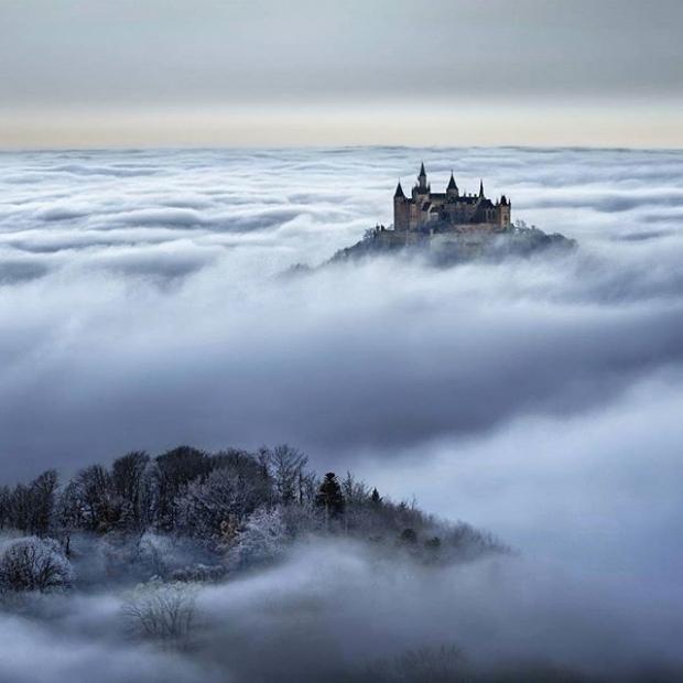 9. Krallığı üzerinde bulutların arasından başını çıkaran Hohenzollern Kalesi