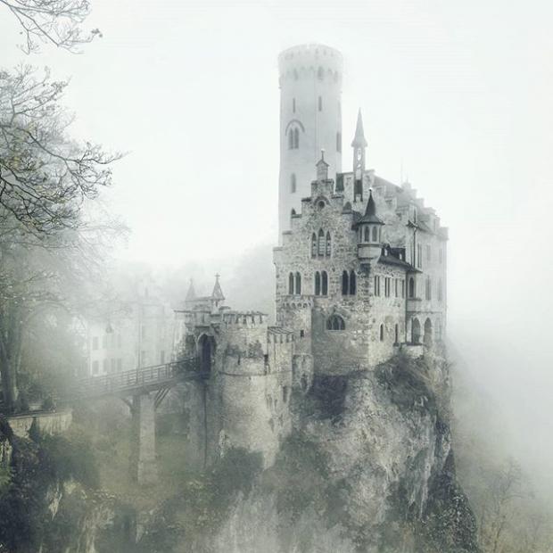 10. Uçurumun kenarındaki kale Lichtenstein