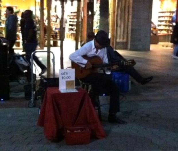 13-Sokak müzisyeni