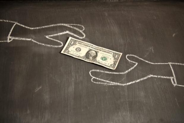 25-Parayı aşırı yavaş sayan kasiyer